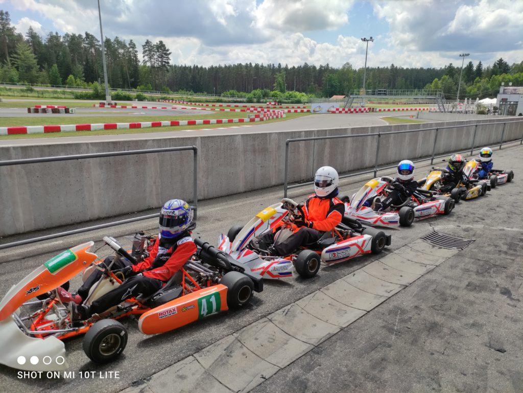 Wakacje z sportem kartingowym